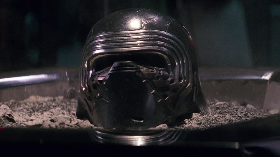 Casco de Kylo Ren. Fotograma de 'Star Wars VII: El despertar de la Fuerza' (2015) de J.J. Abrams