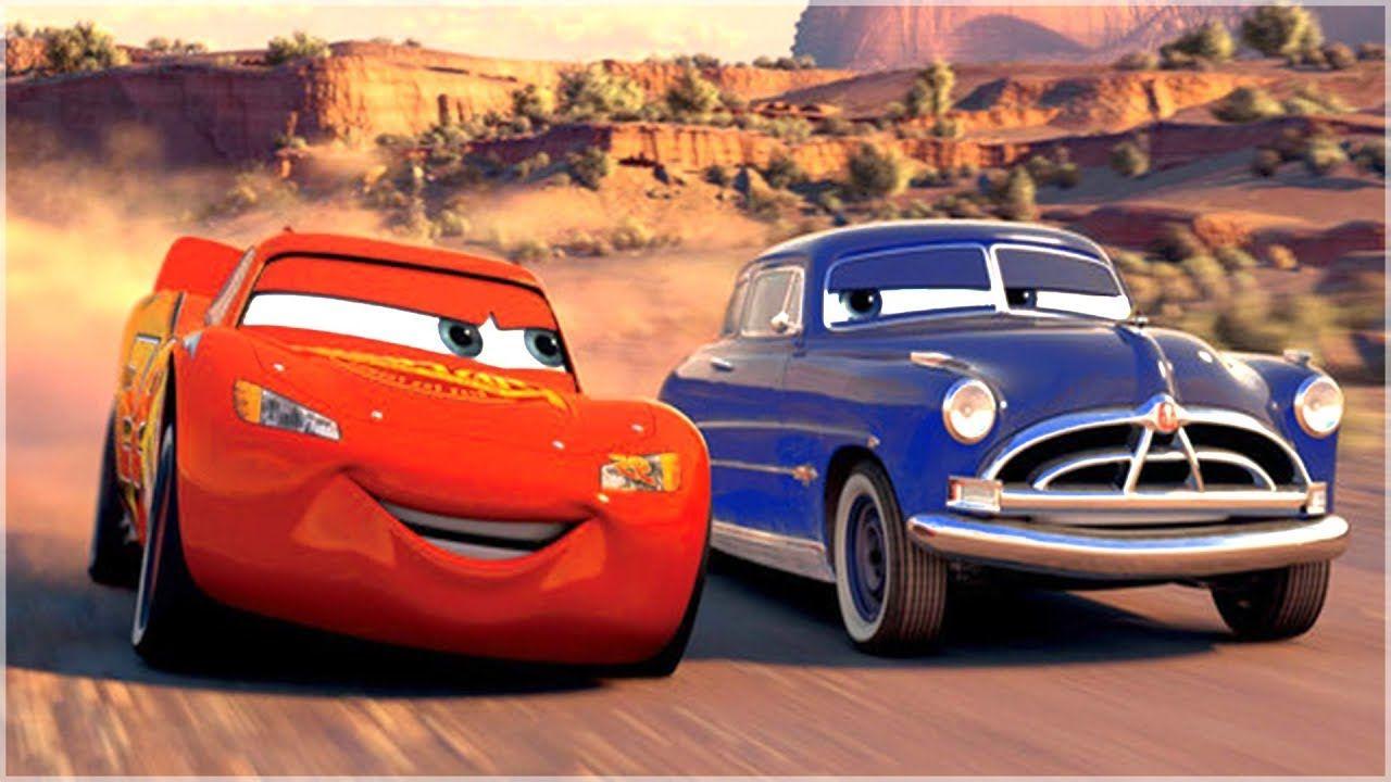 Doc y Rayo debatiendo sobre la plusvalía y el plustrabajo. Fotograma de Cars, de John Lassater