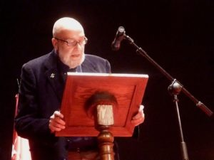 el escritor César Mallorquí en su discurso de entrega del Premio Cervantes, escrtior de de literatura juvenil e infantil